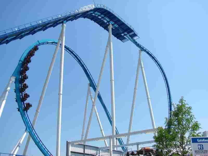 rollercoaster amusement park