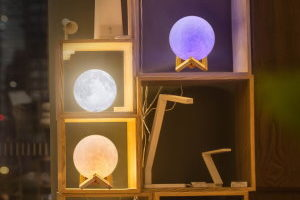 moon lamps - featured image